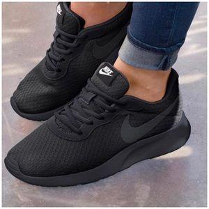 Women's Nike Tanjun In Black